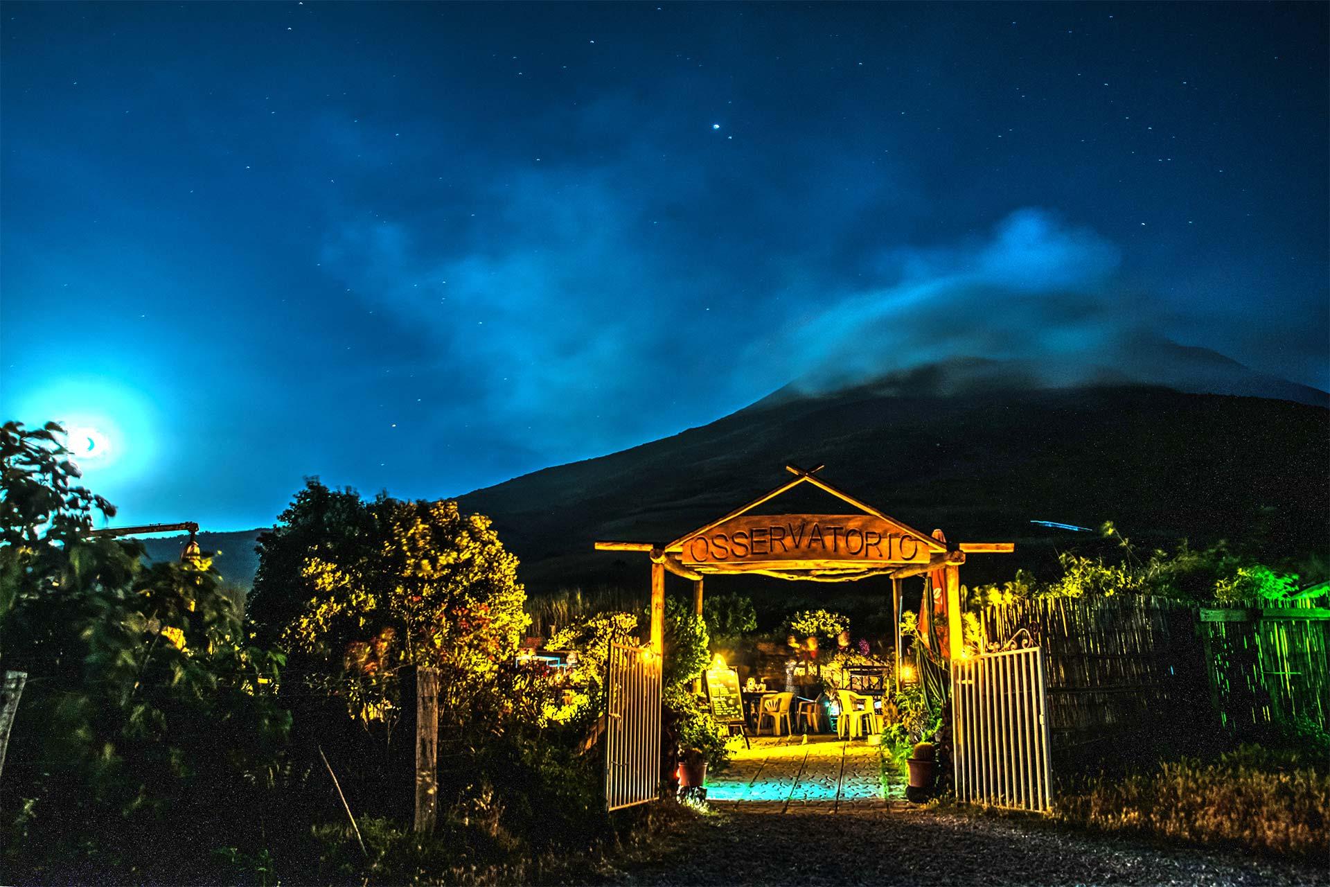 Vulkan-Fotoreise - Nachtfotografie - Blogbeitrag - Restaurant am Fuße des Stromboli