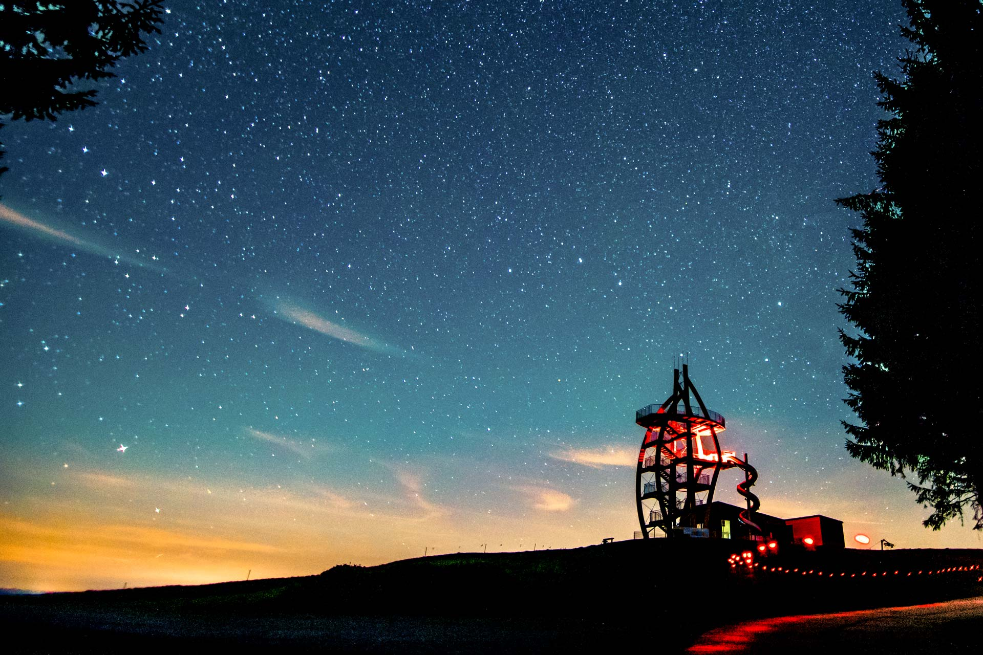 Nachtfotografie - Sternenhimmel und Gebäude