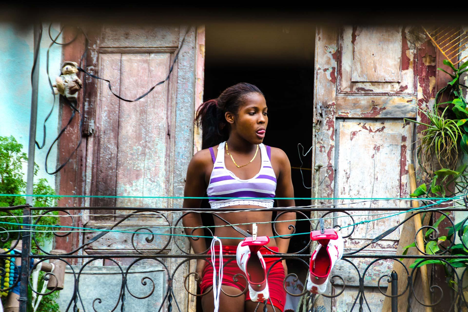 Portraitfotografie - Frau auf Balkon