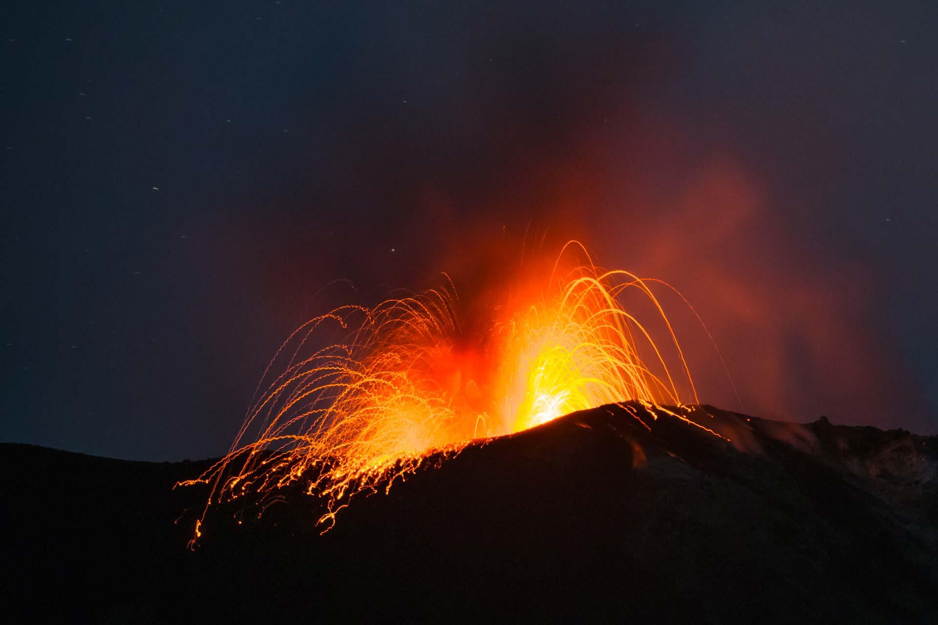 Vulkan-Fotoreise - Ausbruch des Stromboli