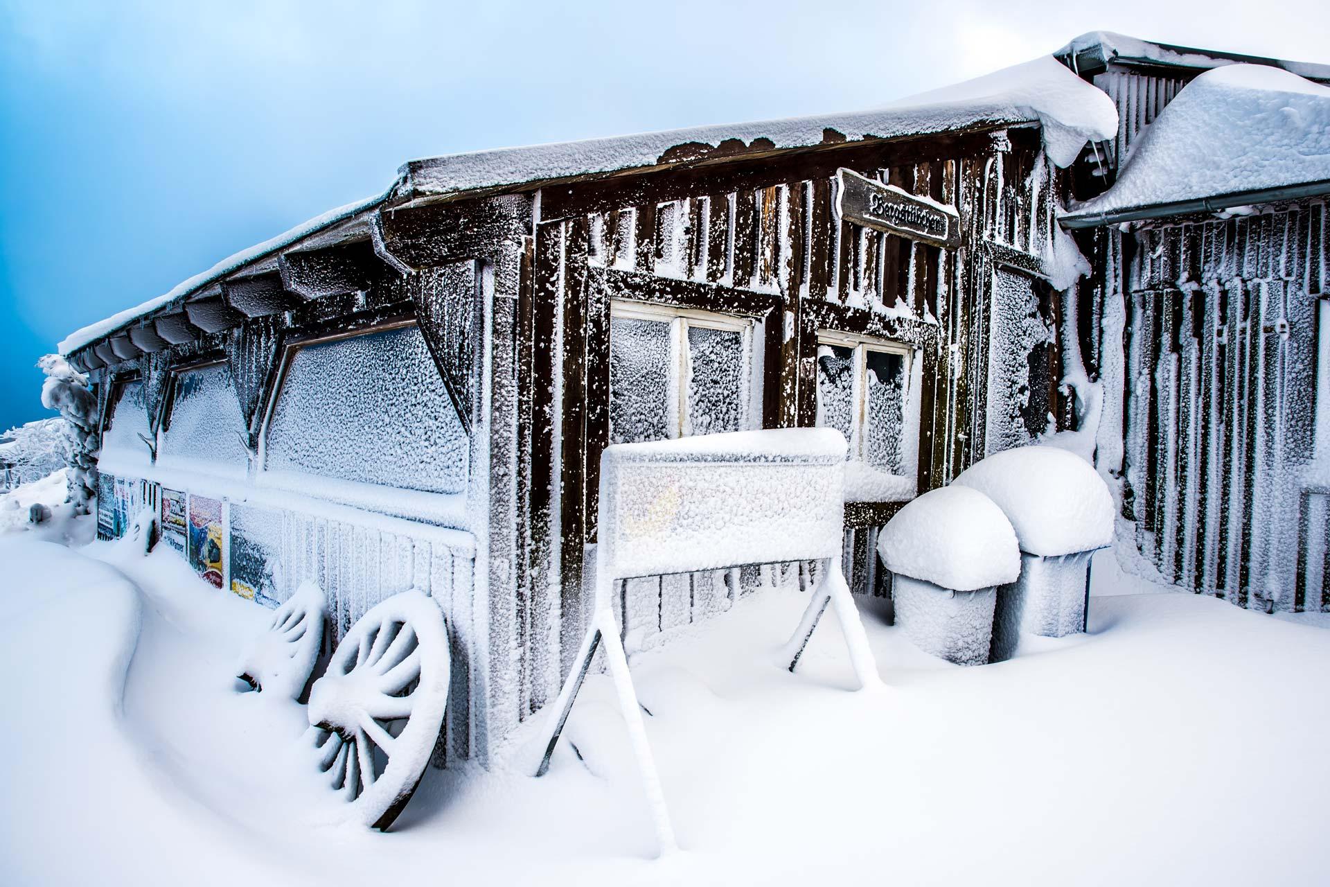 Landschaftsfotografie - Verschneite Hütte